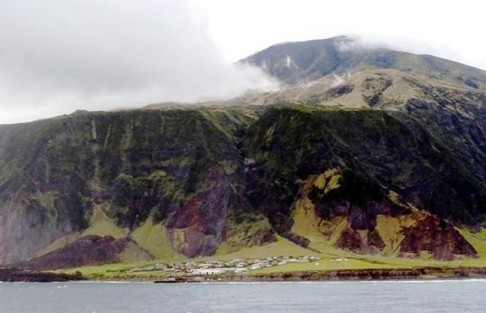 Тристан-да-Кунья является самым удаленным из обитаемых островов в мире.