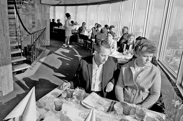 В ресторане «Седьмое небо».