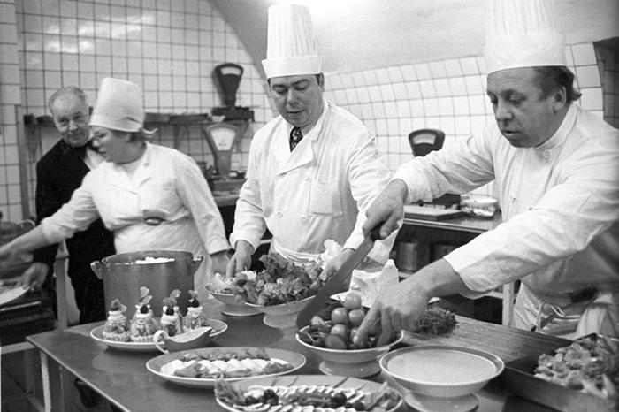 На кухне ресторана «Арагви», 1977 год.