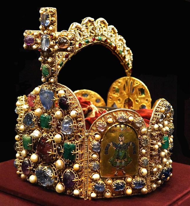 Корона королей и императоров Священной Римской империи. / Фото: www.runivers.ru.