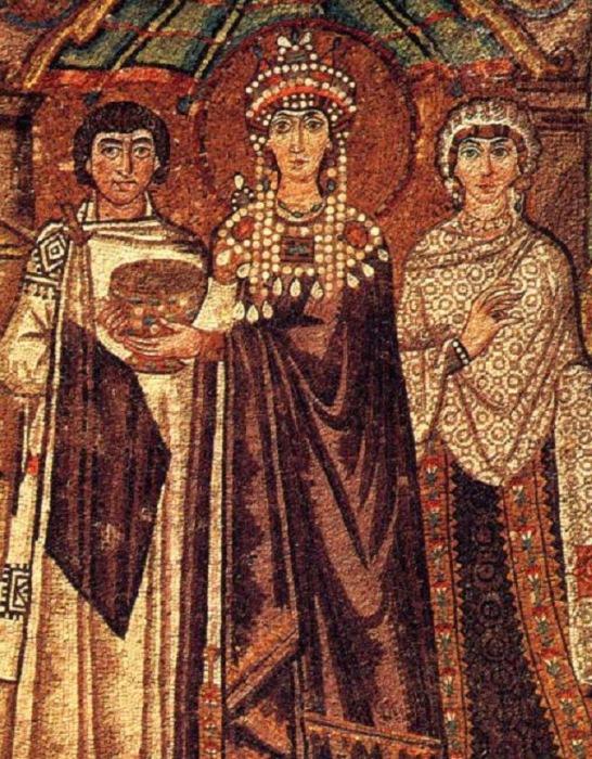 Императрица Феодора, жена императора Юстиниана, облачённая в пурпурные одежды.