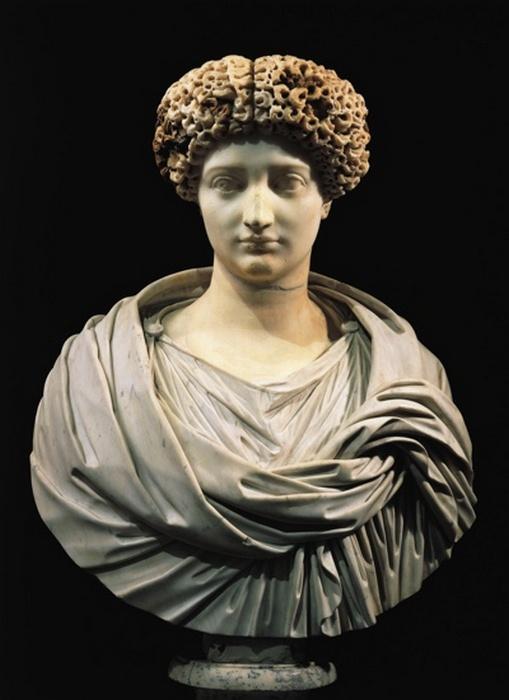 Мраморный бюст Юлии, сосланной ее отцом, императором Октавианом Августом