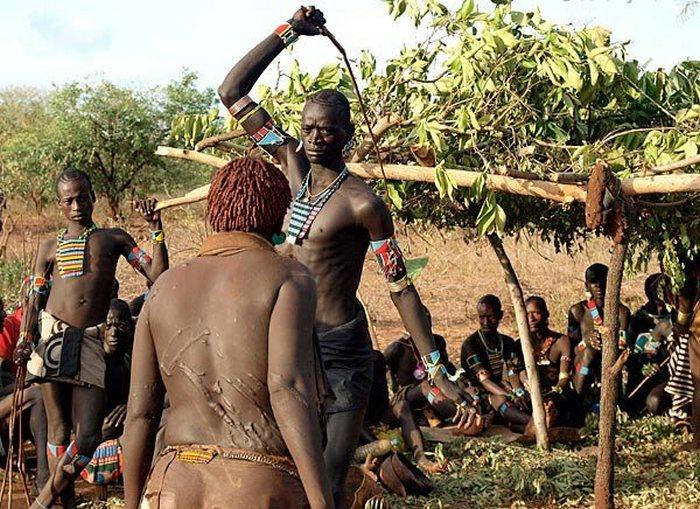 Ритуальное шрамирование и другие болезненные обряды инициации.