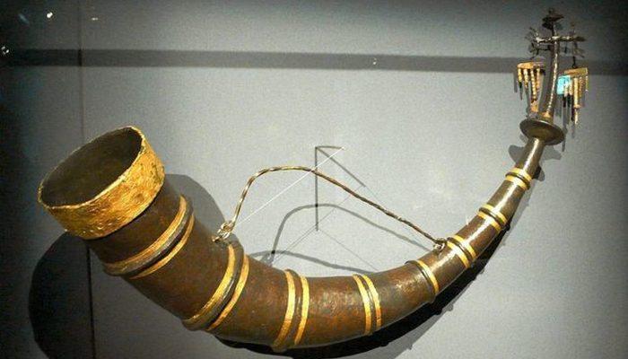 Питьевой рог из Хохдорфа (железный рог с золотым орнаментом емкостью 5,5 литров).