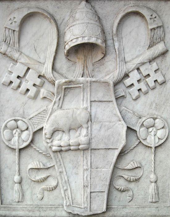 Герб Борджиа с быком и папскими ключами. / Фото: diletta.dreamwidth.org