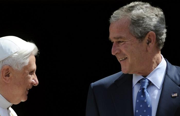 Бенедикт XVI и Джордж Буш./ фото:salon.com