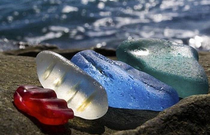 Галька Стеклянного пляжа.
