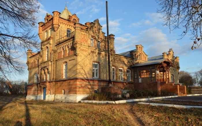 Замок в российской глубинке для немецкой фройляйн.