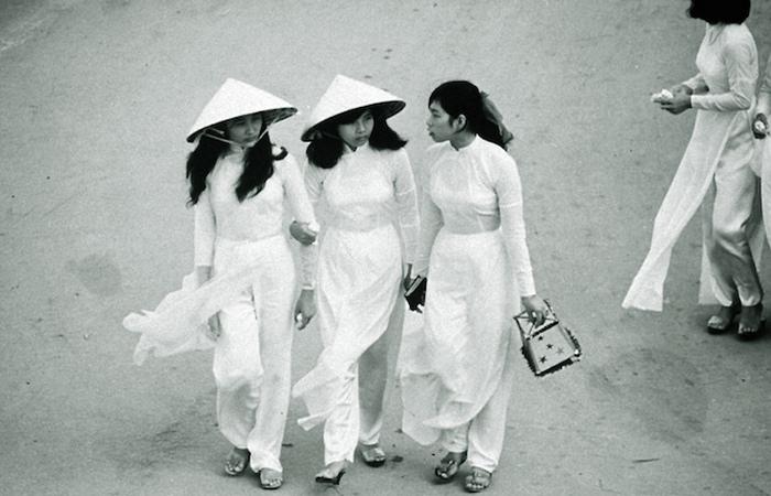 Девушки в Сайгоне.