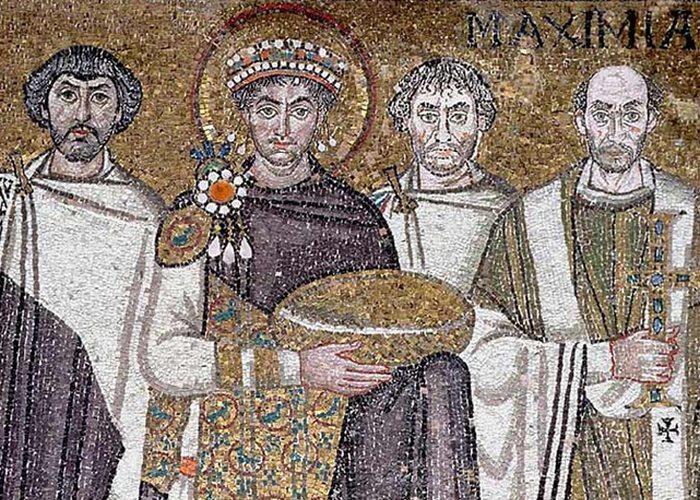 Император Юстиниан реконструировал Святую Софию./ Фото: quotemaster.org