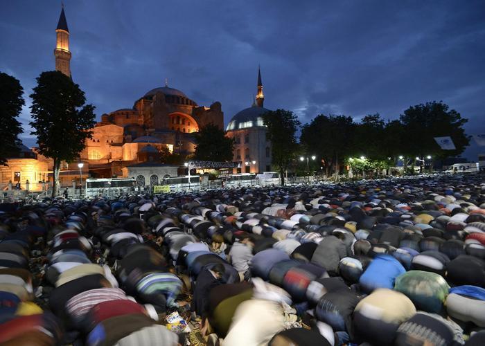 Святая София 500 лет была мечетью./ Фото: kleinburd.ru