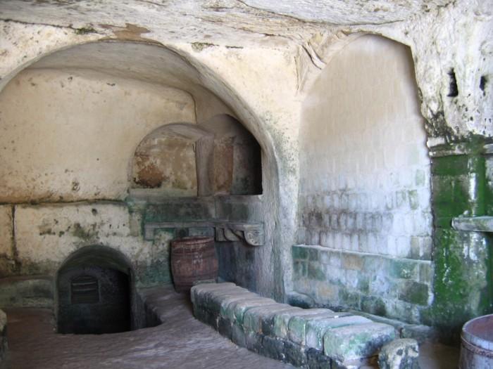Интерьер одной из старинных цистерн.