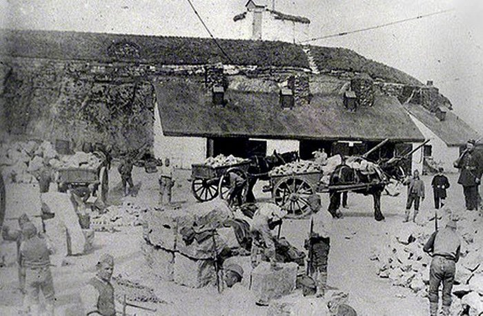 При строительстве зданий использовали труд заключенных.