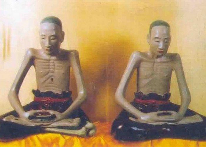 «Живые Будды».