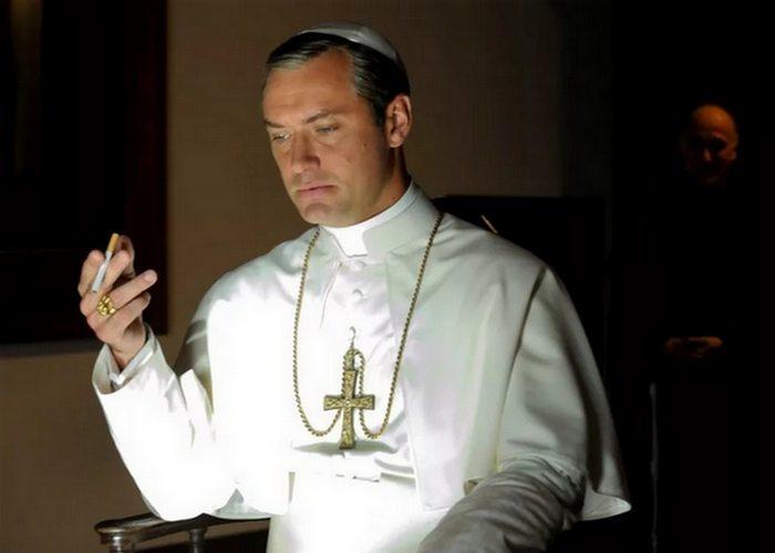 Кадр из сериала «The Young Pope»./фото: collider.com