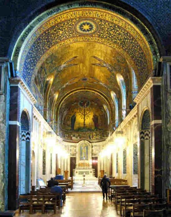 Католицизм был запрещен при жизни Шекспира. / Фото: list25.com