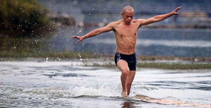 Ши Лилианг - бегущий по воде.
