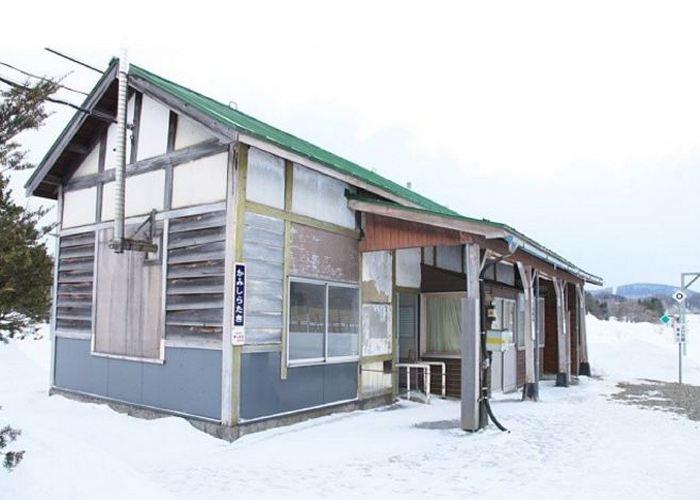 Железнодорожная станция Ками-Сиратаки.