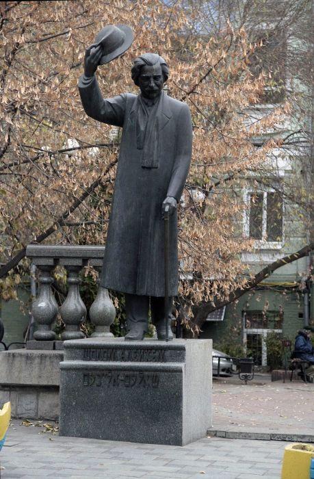 Памятник Шалому-Алейхему в Киеве.