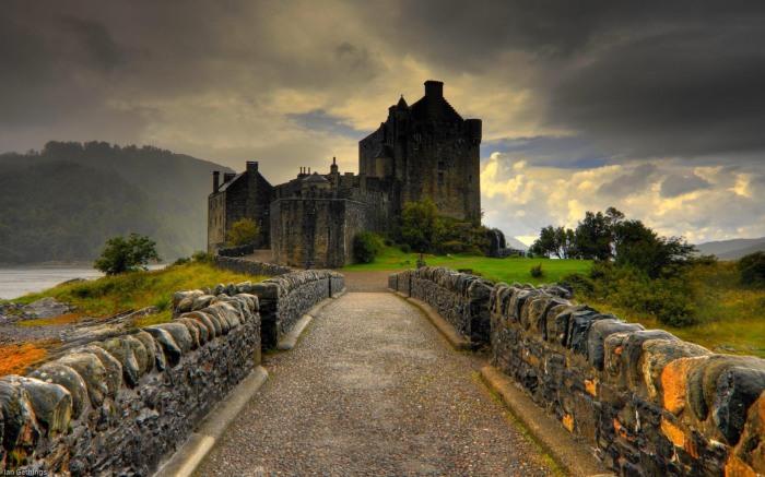 Великолепные замки Шотландии. / Фото: llmckinney.com