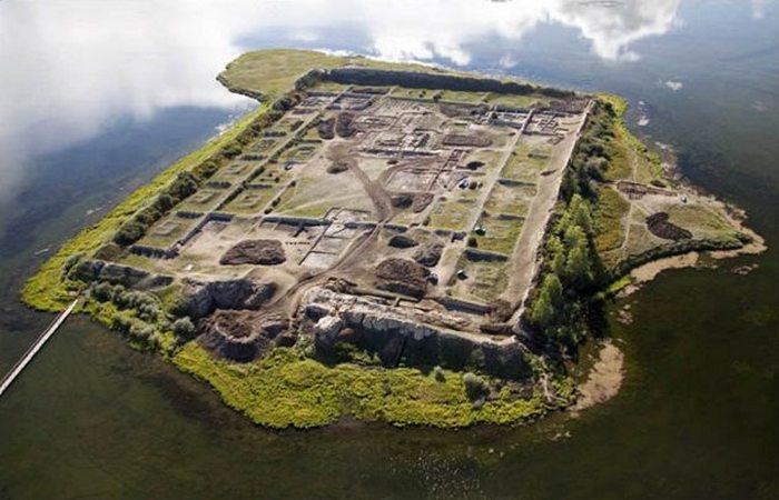 Загадочная Сибирь: остров Руин.