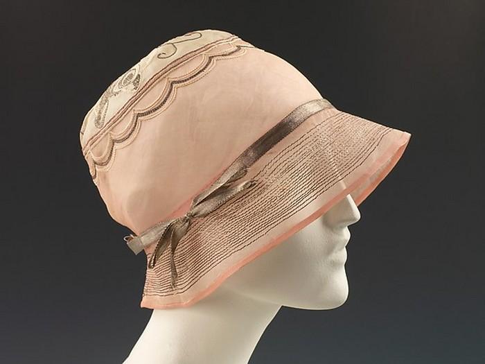 Летний вариант шляпки-шлош. 1925 год.