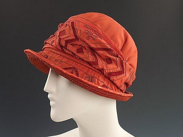 Шляпка цвета бордо. 1925 год.