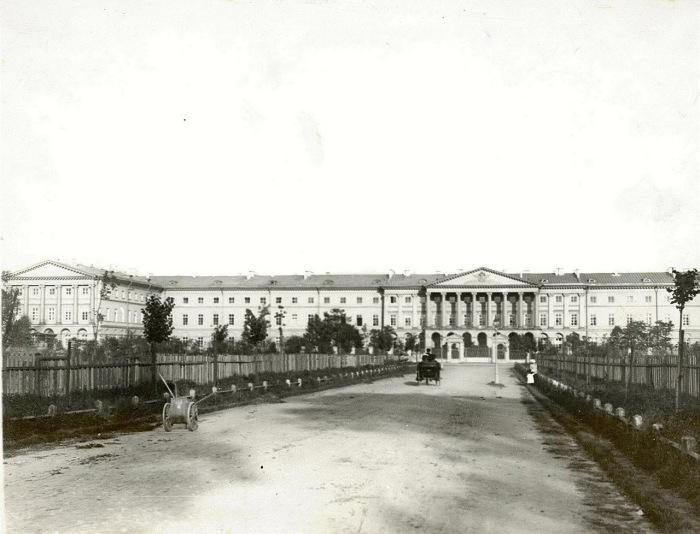 Главный фасад здания Смольного института.