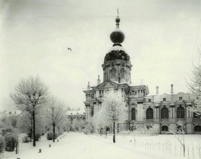 Церковь Смольного института.