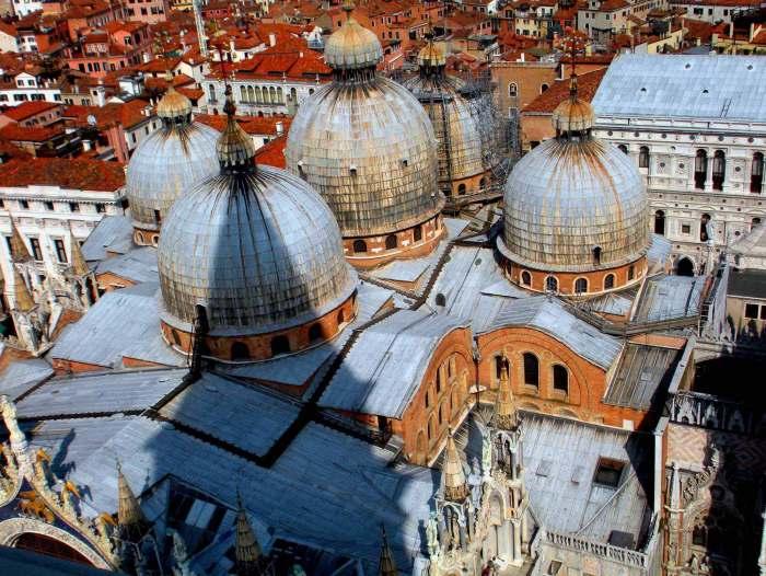 Собор святого Марка - нетипичный для Италии храм и символ Венеции.