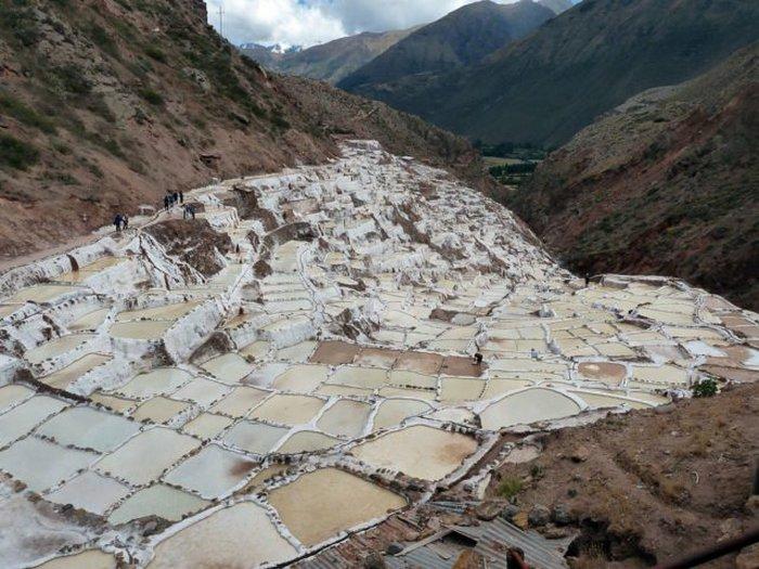 Пруды под Марасом, Перу, питались из минеральных источников и использовались для производства соли со времен инков
