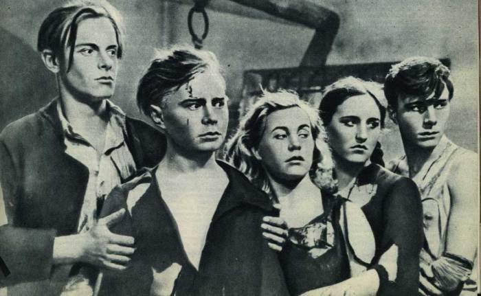 Кадры из фильма Молодая гвардия.