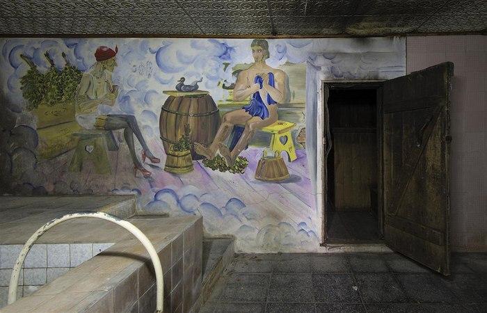 Роспись стен в солдатской бане. Баба Яга солдатская.