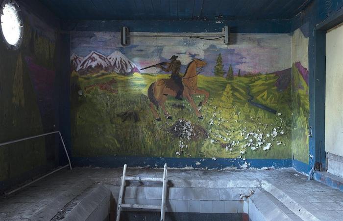 Роспись стен в солдатской бане.Охота.