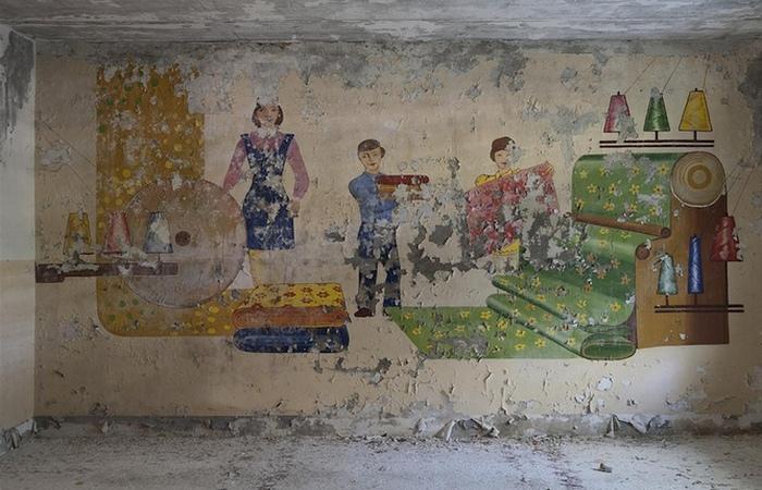 Настенная роспись в школе.