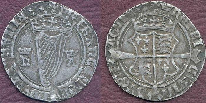 Первые ирландские монеты с изображением арфы.