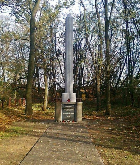 Братская могила в шталаге 307.