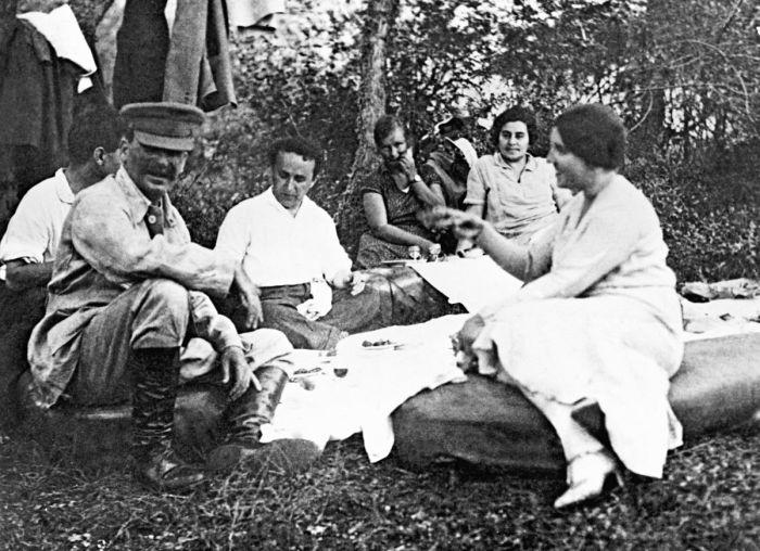 Сталин на пикнике.