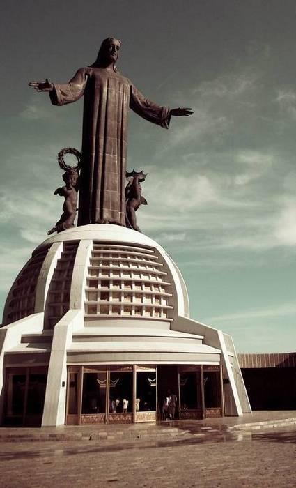 Высота статуи: 20,5 м.