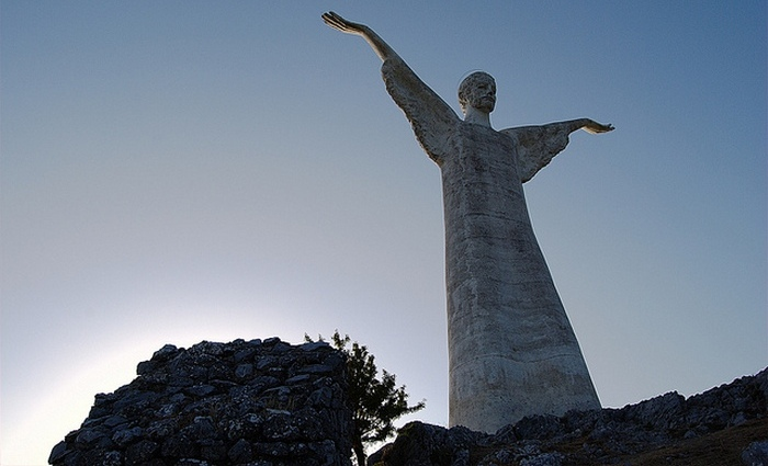 Статуя Христа-Спасителя.