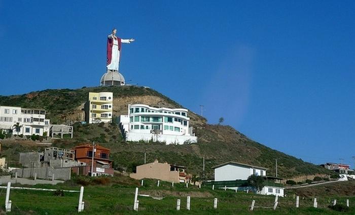 Высота статуи : 23 метра.
