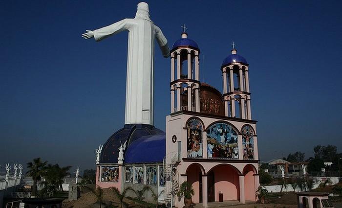 Высота статуи: 23 метра.