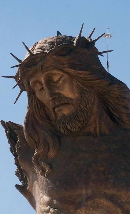 Разбитый Христос.