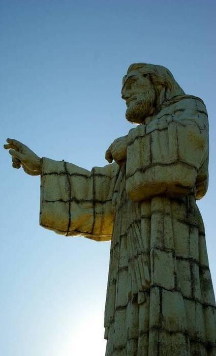 Высота статуи: 26 метров.