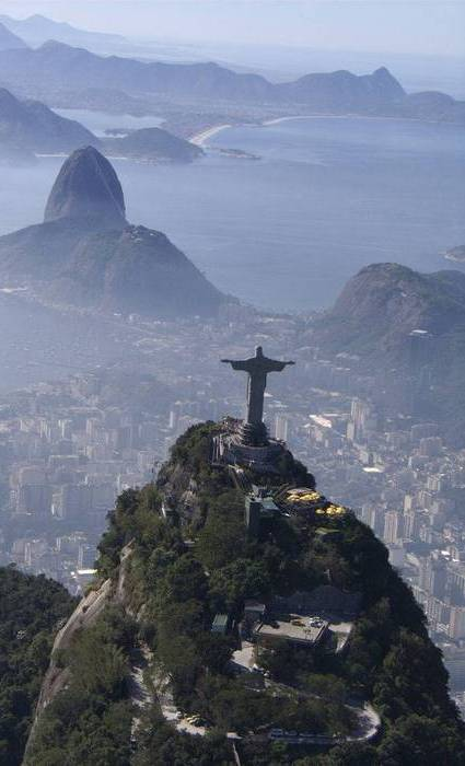 Высота статуи: 30,1 метра/Пьедестал: 6 метров.