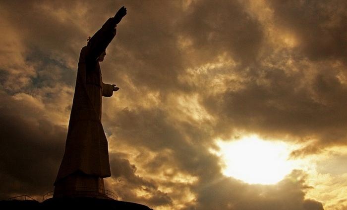 Высота статуи: 33 метра/Корона: 3 метра.