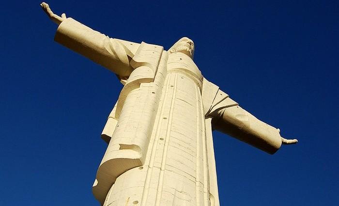 Высота статуи: 34,2 метра/Пьедестал: 6,24 метра.