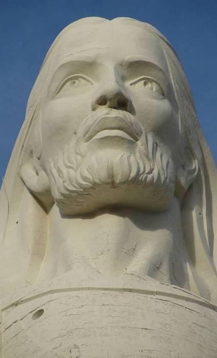 Христос мира - самая тяжелая статуя в мире (2200 тонн).