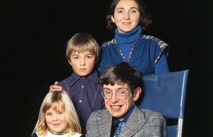 Стивен Хокинг, Джейн Уайлд и их дети. / Фото: marino.pol-a-palazzo.ru
