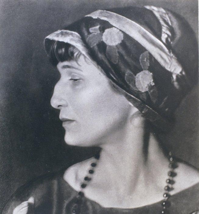 Анна Ахматова - поэтесса и модница/